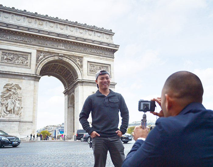 Taking photo at the Arc de Triomphe